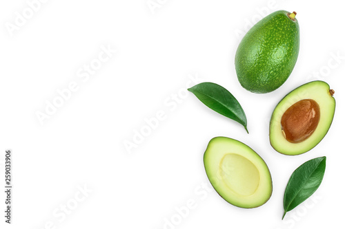 Fotomural avocado and slices isolated on white background with copy space for your text