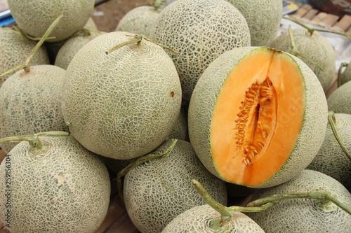 Photo Fresh melon or cantaloupe in the market
