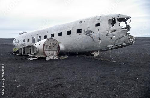 Платно Wreckage of crashed airplane Dakota United States Navy Douglas Super DC-3 on the coast of iceland black sand beach