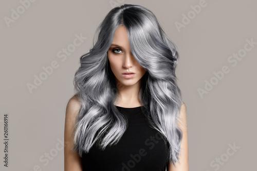 Valokuva Beautiful woman with long wavy coloring hair