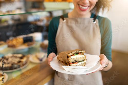 Obraz na plátně Waitress ready to serve food in cafe