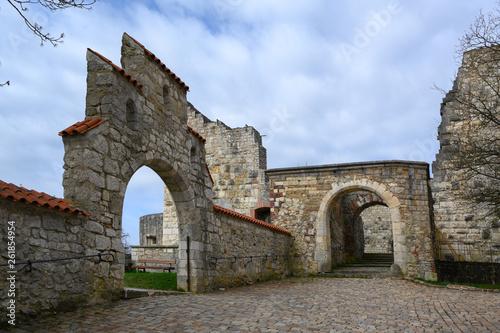 Fotografie, Obraz arches in the castle ruin Hellenstein on the hill of Heidenheim an der Brenz in