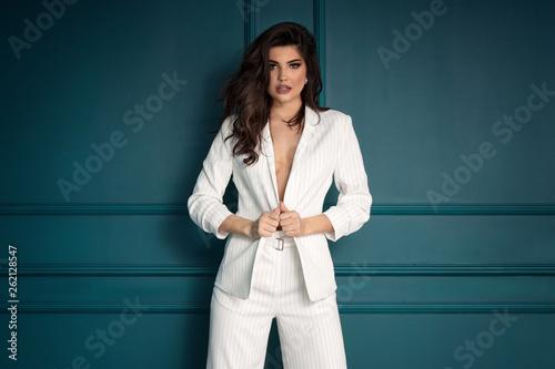 Obraz na plátně Beauty Fashion brunette model girl wearing stylish suit.
