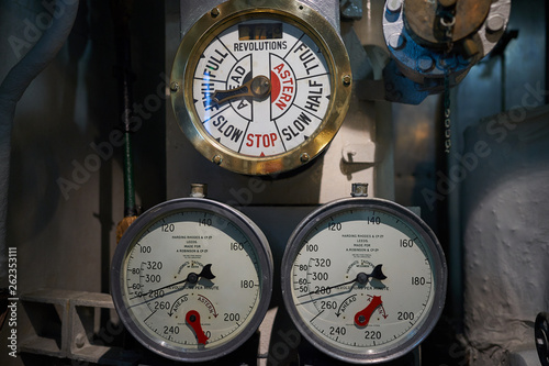 Slika na platnu Engine order telegraph and two manometers to comunicate movement of ship from ca