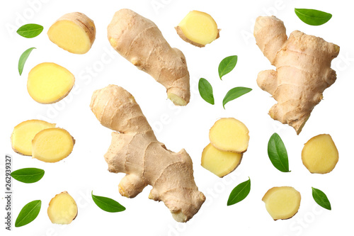 Canvastavla sliced ginger with leaves isolated on white background top view
