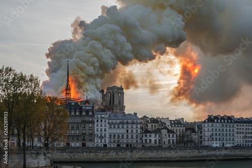 Obraz na plátně Notre Dame Paris Burning