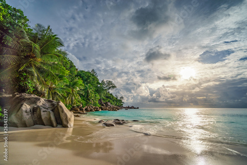 Carta da parati paradise beach at anse georgette, praslin, seychelles 16