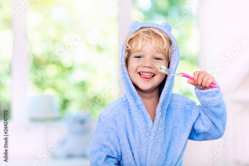 Canvas Print Child brushing teeth. Kids tooth brush.