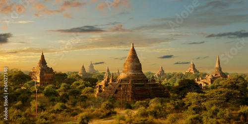 Billede på lærred View of buddhist temple,stupa,in the historical park of Bagan,Myanmar