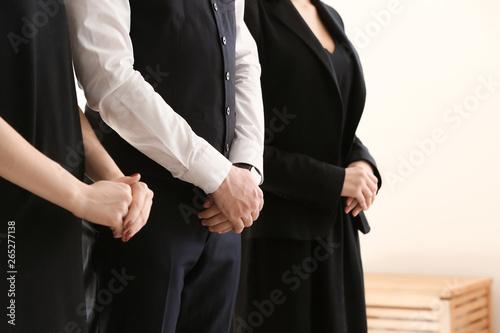 Fotografia Pining relatives at funeral