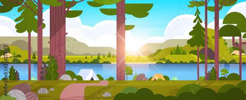 Fotografia tents camping area in forest summer camp concept sunny day sunrise landscape nat