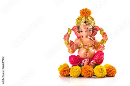 Photo Hindu God Ganesha. Ganesha Idol on white background.