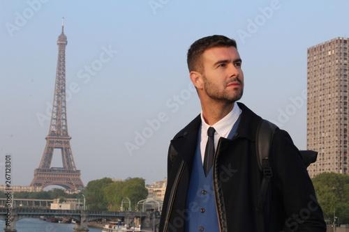 Photo Elegant businessman in Paris, France