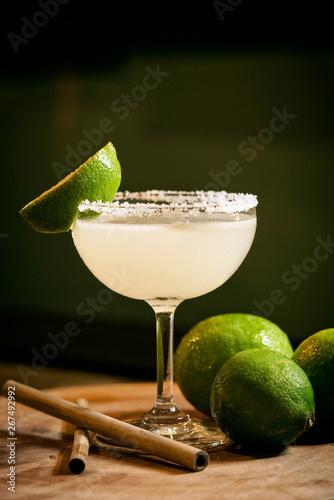 Cuadros en Lienzo mexican lemon lime margarita cocktail drink in bar