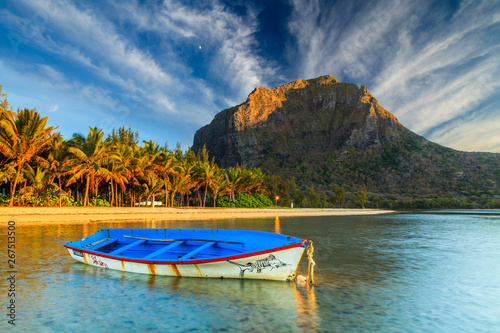 Photo Fishing boat near the shore of the tropical island. Mauritius.