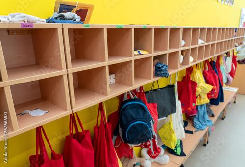 Obraz na plátně Kindergarten-Garderobe / KITA Eingang