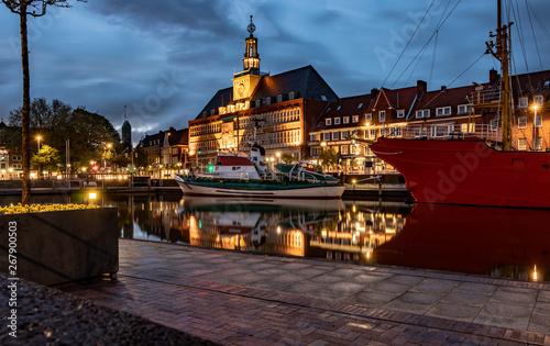 Canvastavla Rathaus Emden bei Nacht