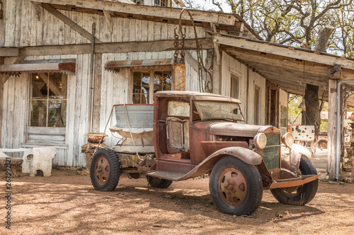 Obraz na plátně Old rusty truck and an old abandoned barn