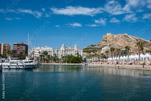 Blick über den Hafen von Alicante zu Casa Carbonell und der Burg, Spanien Fototapete