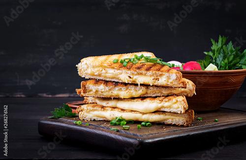 Платно American hot cheese sandwich