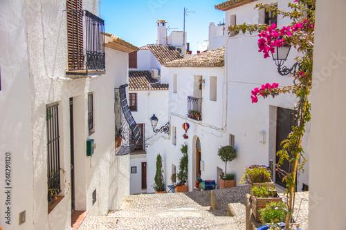 Obraz na płótnie A traditional mediterranean street in Altea old town, Spain