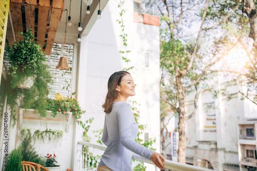 Carta da parati Woman enjoy her coffee at the balcony