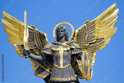 Golden statue of Archangel Michael at Independence Square in Kiev Fotobehang