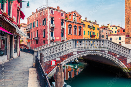 Beautiful spring view of Vennice with famous water canal and colorful houses Fototapeta