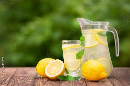 Tablou Canvas lemonade in glass and jug