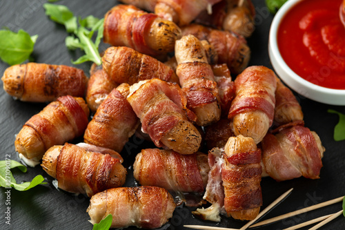 Fotomural Party finger food pigs in blankets on toothpicks with ketchup sauce and wild roc