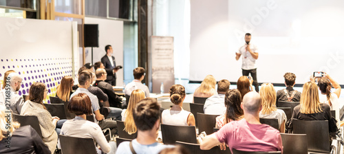Fotografiet Male speaker giving a talk in conference hall at business event