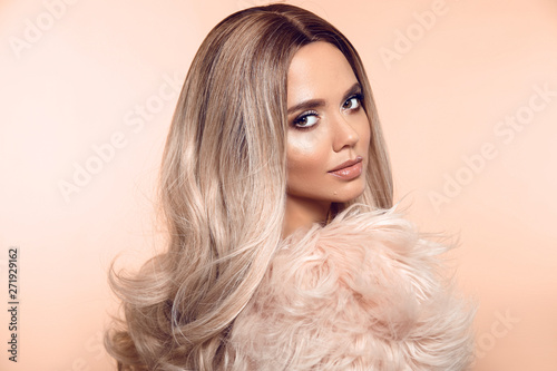 Fotografia Ombre blond hairstyle