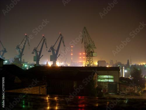 Photo A night photograph of the Gdańsk Shipyard.