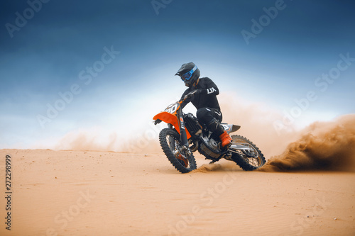 Canvas Print Rider on a cross-country enduro motorcycle go fast at the desert