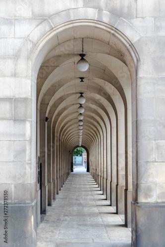 kamienny-korytarz-w-manchesterze