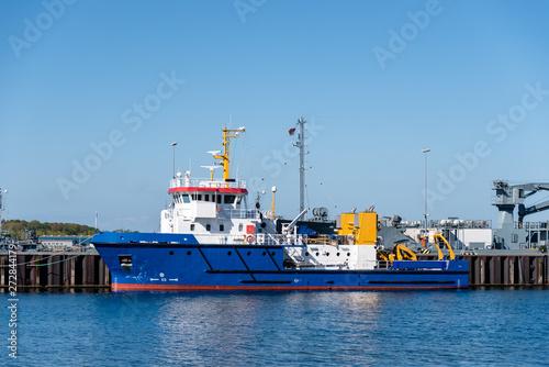 Canvas Print Küstenschutzboot Haitabu der deutschen Küstenwache im Scheerhafen an der Tirpi