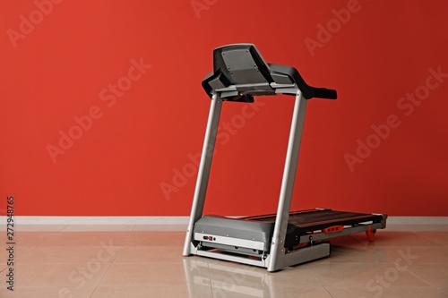 Obraz na płótnie Modern treadmill near color wall