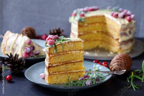 Valokuva Layered Christmas cake with sugared cranberries and rosemary