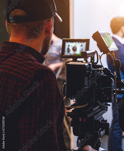 Cuadros en Lienzo director and actor on the set of the film