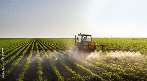 Valokuva Tractor spraying soybean field