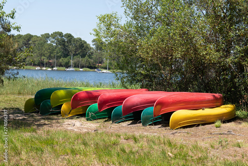 Tableau sur Toile Group of canoes rental kayak on the lake shore beach