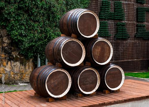 Valokuva Abrau-Durso, wooden wine barrels made up of a pyramid on a platform of boards, i