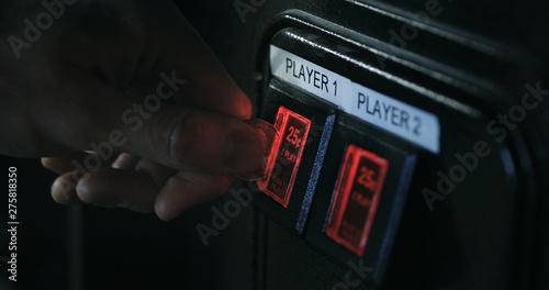 Carta da parati Arcade: Inserting A Quarter Into Game Slot