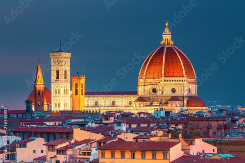 Fotografia Beautiful view on old town of amazing Florence city and the Cathedral Santa Mari