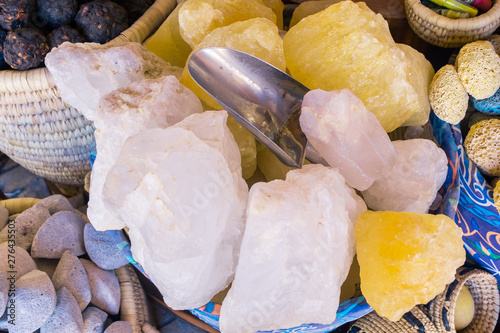 stones from ocean in basket Fototapete