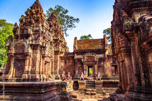 Karuda Bird Gardians Carvings at Banteay Srei Red Sandstone Temple, Cambodia Fototapeta