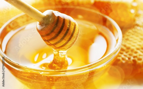 Honey with spoon in glass bowl Fototapet