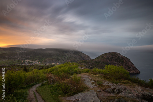 Photo Moody sunset over St Johns Newfoundland from the top of Signal Hill National Historic Site, as a foggy cloud bank rolls in from the ocean