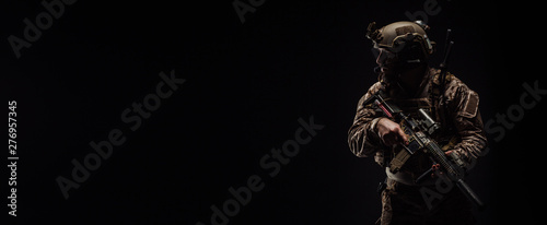 Fotografiet Special forces United States soldier or private military contractor holding rifle