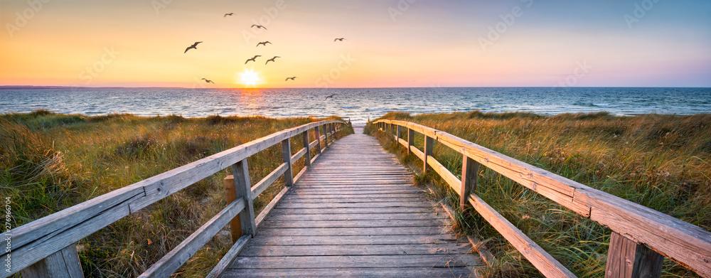 Piękna diuny plaża przy zmierzchem, Północny morze, Niemcy <span>plik: #276966704 | autor: eyetronic</span>